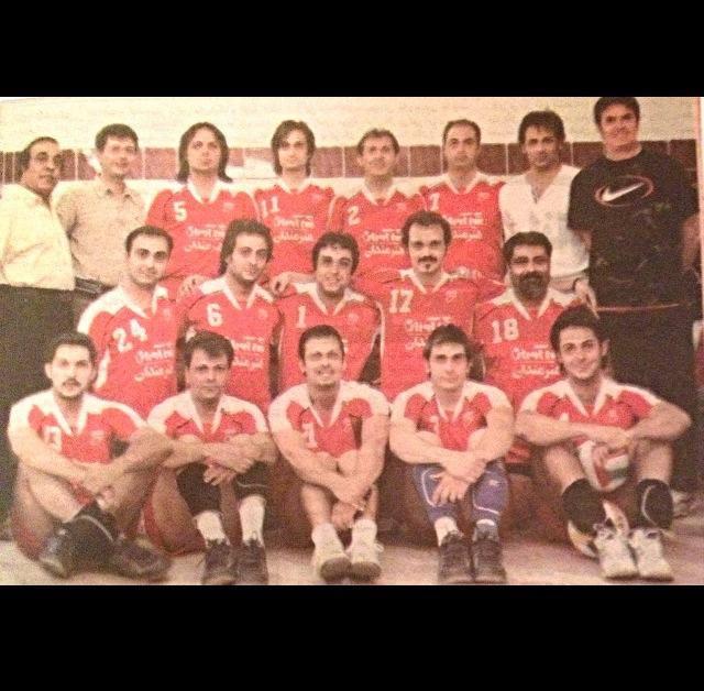 عکس محمد رضا گلزار در والیبال هنرمندان گروهی